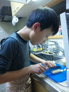 1号くん、初めての料理